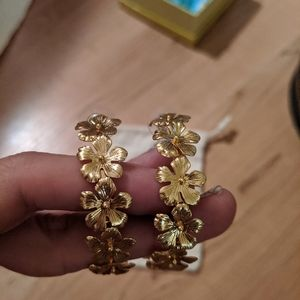 Fun J Crew gold floral pansy hoops NWT